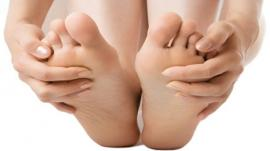 How to treat toenail fungal infection at home?