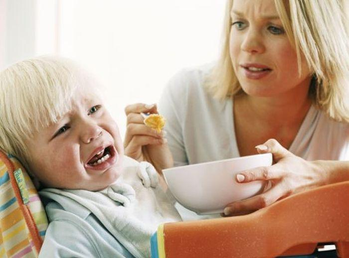 What to feed the child after vomiting: Diet for poisoning